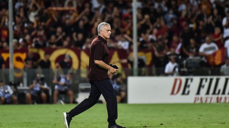Mourinho apologises for celebration after Roma's last-minute goal