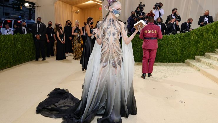 Grimes says she's starting a 'lesbian space commune' after Musk split