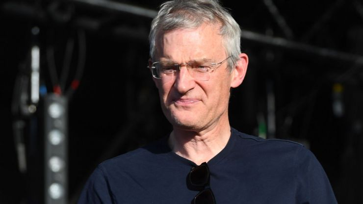Anti-vaxxers turn up at Jeremy Vine's home and serve his wife with a 'writ'