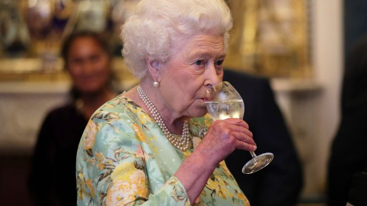 Queen advised by royal doctors to stop drinking every day