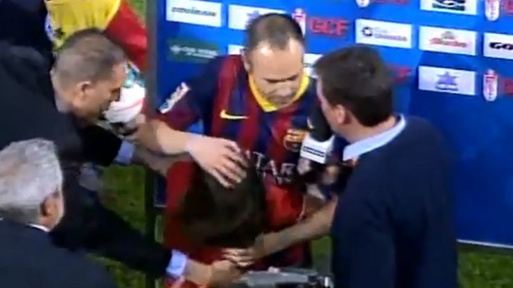 Video: A little girl gave Andres Iniesta a hug during his post-match interview last night… and just wouldn't let him go