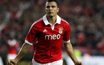Vine: Lima scores an absolute thunder bastard for Benfica