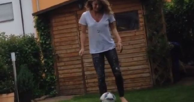 Video: Andre Schurrle's girlfriend shows off some pretty decent football skills