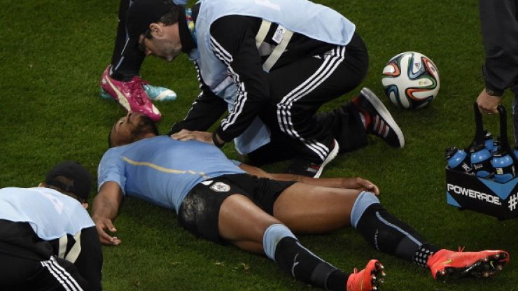 Vine: Uruguayan player gets knocked out cold by Raheem Sterling's knee