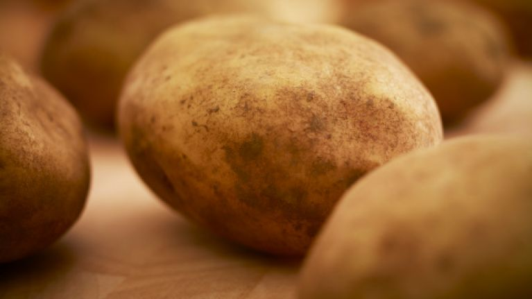 Video: How to peel a kilo of spuds in 60 seconds