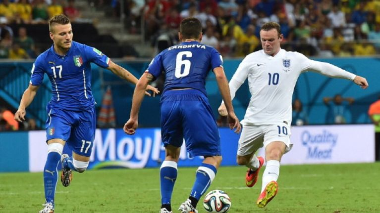Vine: We still can't believe this astonishingly bad corner by Wayne Rooney actually happened