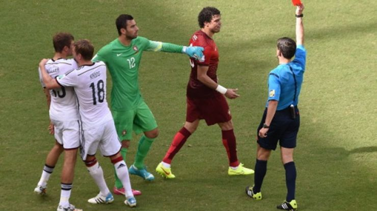 Vine: Hummels scores a humdinger of a header and Pepe sees red...