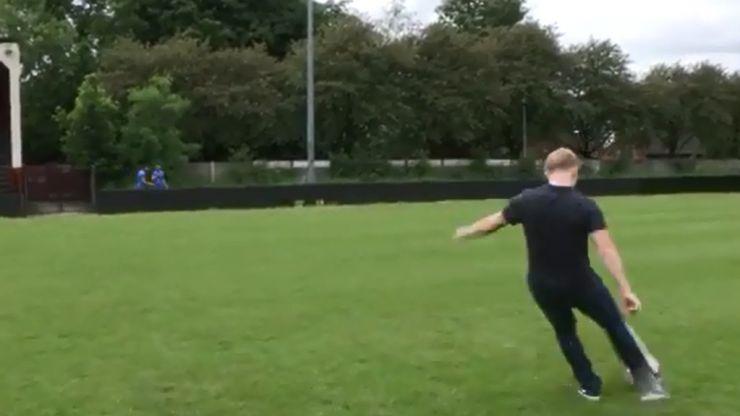 Video: Paul Scholes pings the ball onto an Italian fan's head from long-range