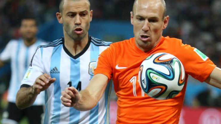 Not just happy with a bad knock to the head, Javier Mascherano tore his anus against the Dutch