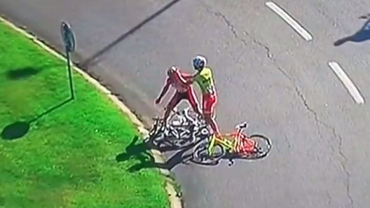 Video: Two professional cyclists started fighting each other at a race in Portugal