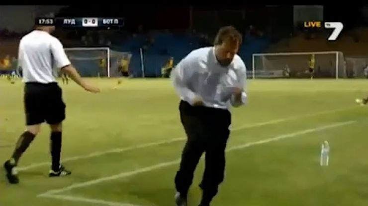 GIF: This manager in Bulgaria has one of the best celebrations in football