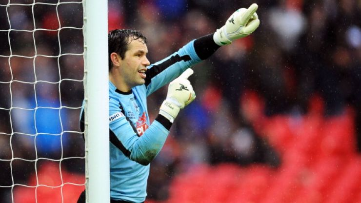 Video: David Forde shows off skills that we never knew he had for Millwall