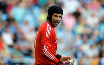 Pic: Petr Cech absolutely burns a Manchester United fan on Twitter