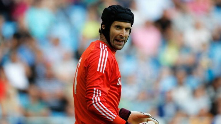 ea37de46 Pic: Petr Cech absolutely burns a Manchester United fan on Twitter ...
