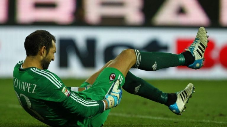 Video: AC Milan goalkeeper Diego Lopez makes the blunder of the season so far