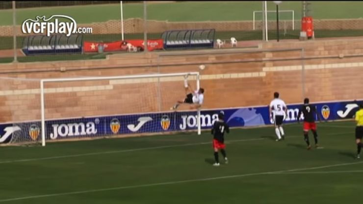 Vine: This could be the most acrobatic goal-line clearance that you'll ever see