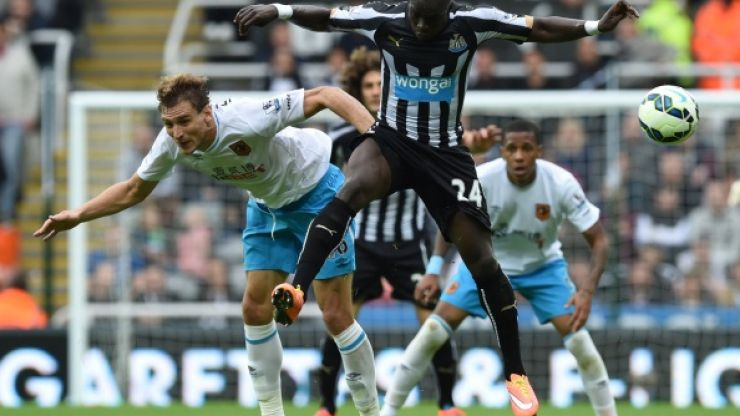 Vine: Boom! Hull's Nikica Jelavic scores a rocket of a scissors-kick against Newcastle