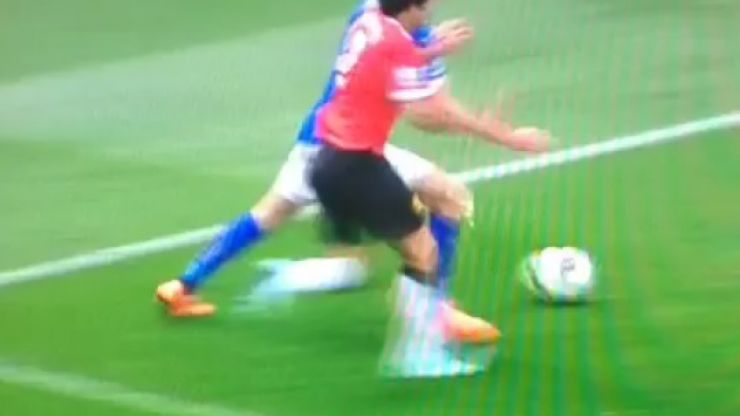 Vine: Should Leicester have been given a penalty for this challenge by Rafael on Jamie Vardy?