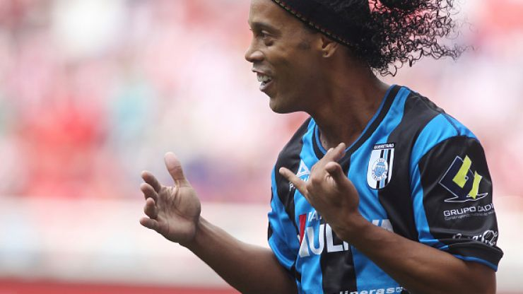 Vine: This eye of a needle Ronaldinho assist is just exquisite