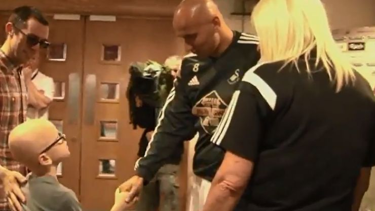 Video: A real classy gesture from Jonjo Shelvey to a young Swansea City fan