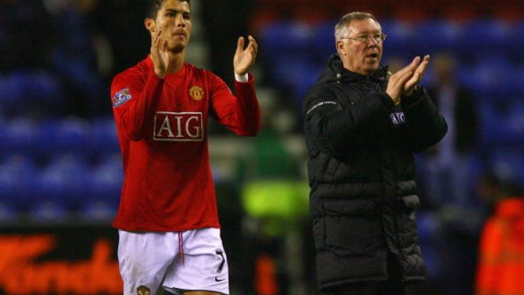 Manchester United fans fly banner over El Madrigal urging Cristiano Ronaldo back to Old Trafford