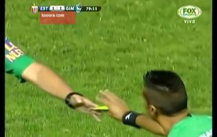 Video: Argentinian ref gets so fed up with fouls in game he 'retires' his yellow card, only issues reds