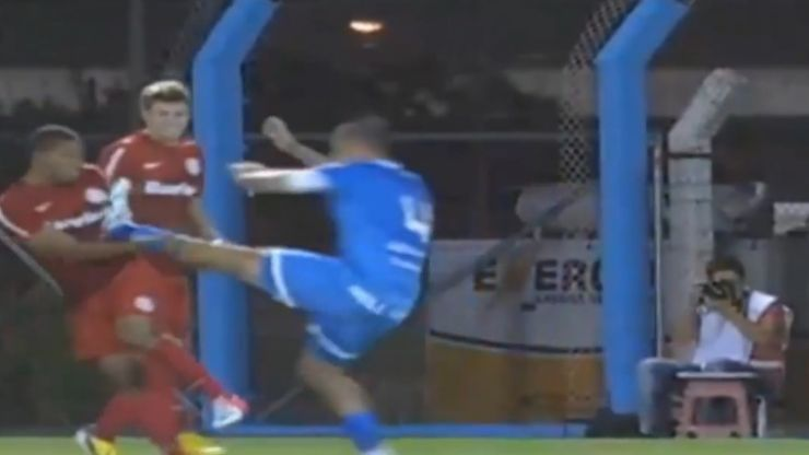 Video: This tackle from Brazil looks more like a WWE finishing manoeuvre