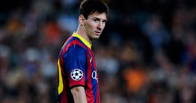 Video: Messi scores from behind the goal during training