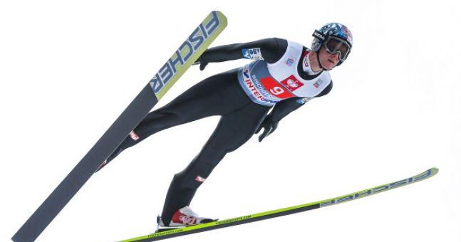 Video: Austrian ski jumper knocked unconscious after horrific crash