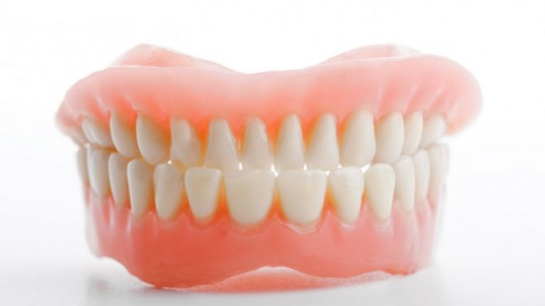 Video: This is why people are talking about 'false teeth' on Twitter this morning