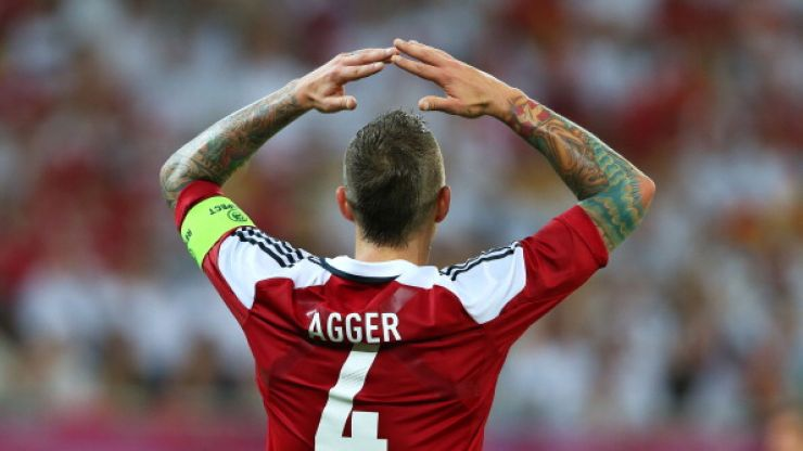 Vine: Daniel Agger pole-axes his own team-mate by driving a ball into his face