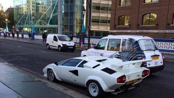 €300,000 Lamborghini Countach 'abandoned' on London's most famous bridge