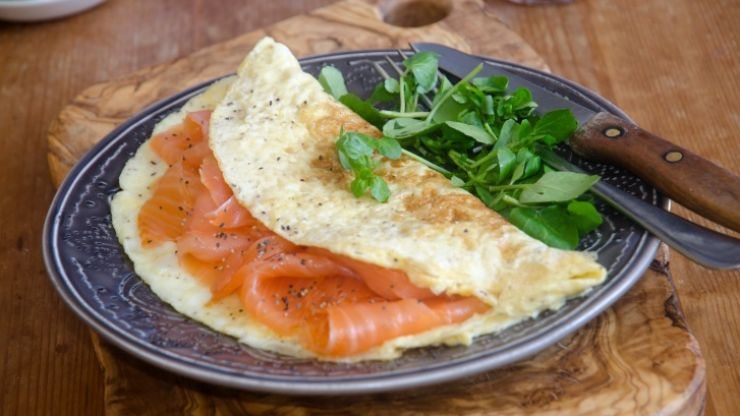 Tasty and easy to make protein recipes: Smoked salmon omelettes