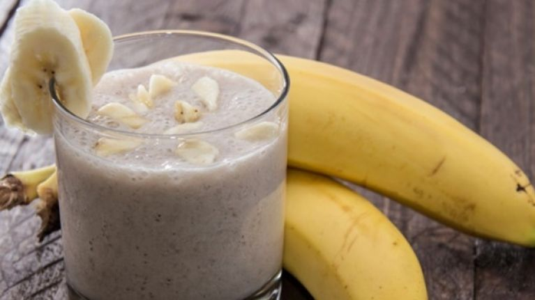 Tasty and easy to make protein recipes: Chocolate PB Banana smoothie