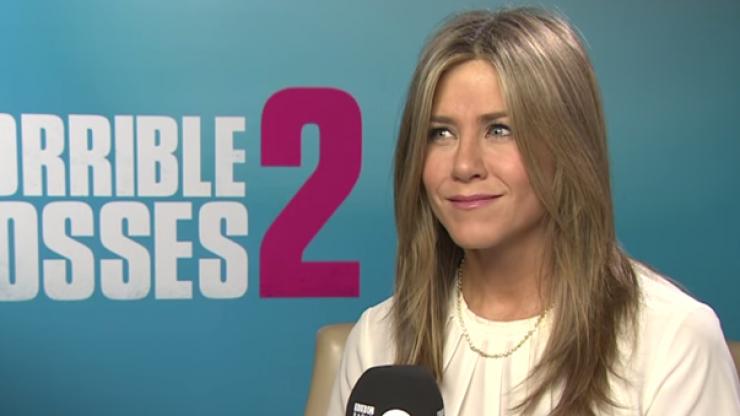 Video: Jennifer Aniston plays a wonderfully cruel prank on BBC interviewer