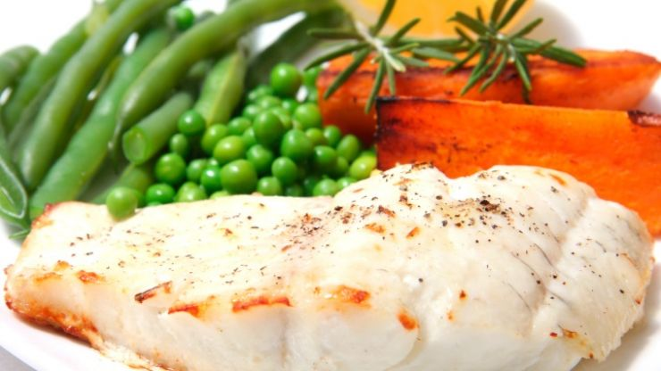 Tasty and easy to make protein recipes: Healthy fish and sweet potato chips with tartar sauce
