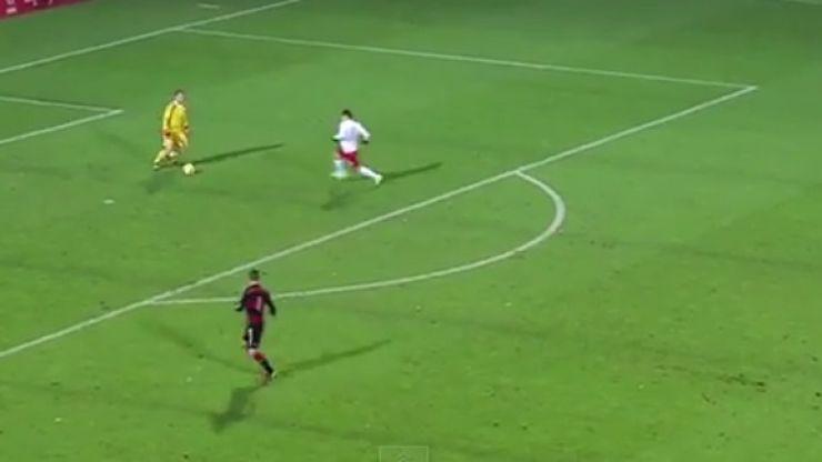Video: German Under 20 keeper nutmegs Polish striker