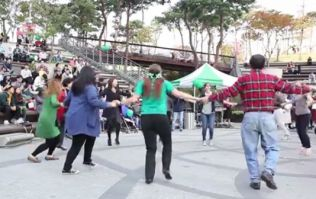 Video: The Irish take over Seoul in South Korea with a brilliant, big ceilidh