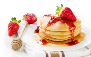 Tasty and easy to make protein recipes: Strawberry-flavoured protein pancakes