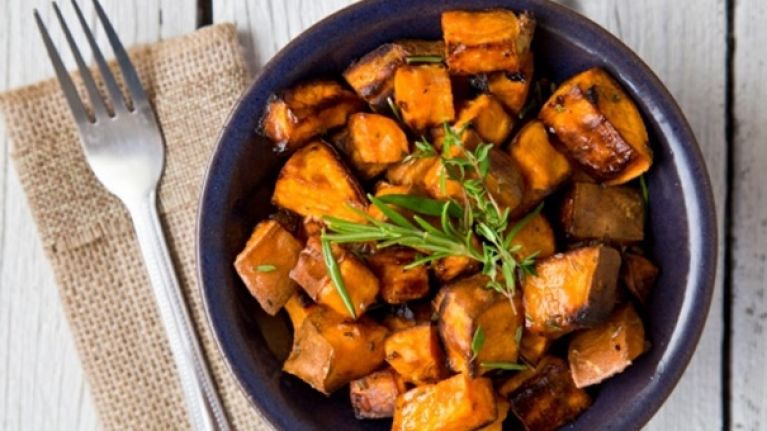 Tasty and easy to make protein recipes: Chicken with sweet potato and green bean salad