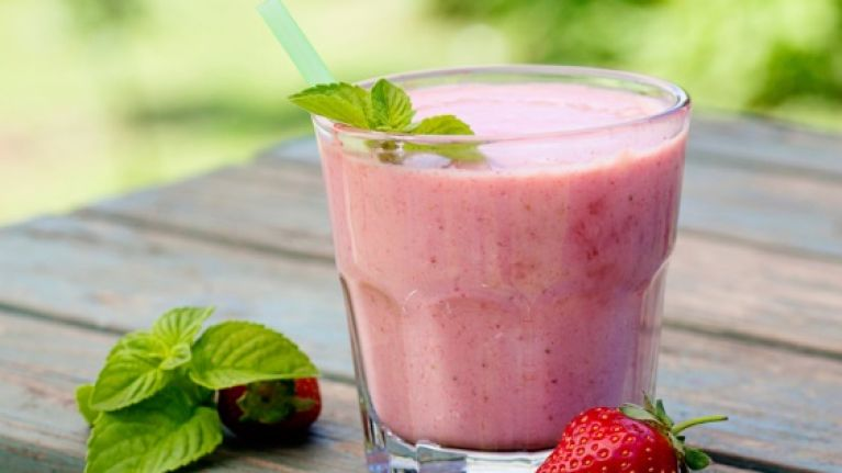 Tasty and easy to make protein recipes: Vanilla and peanut butter smoothie