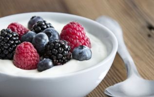 Tasty and easy to make protein recipes: Greek yoghurt breakfast bowl