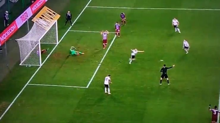 Video: This hilarious but cruel goal would instantly make all goalkeepers hate their job