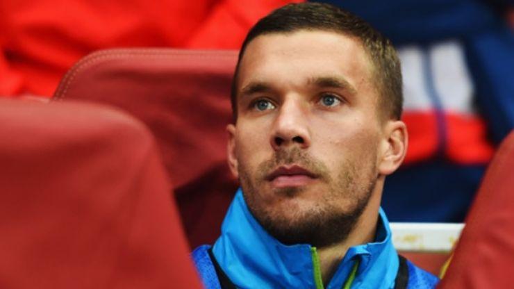 Pic: Lukas Podolski brilliantly photo-bombed Alexis Sanchez after Arsenal's win last night