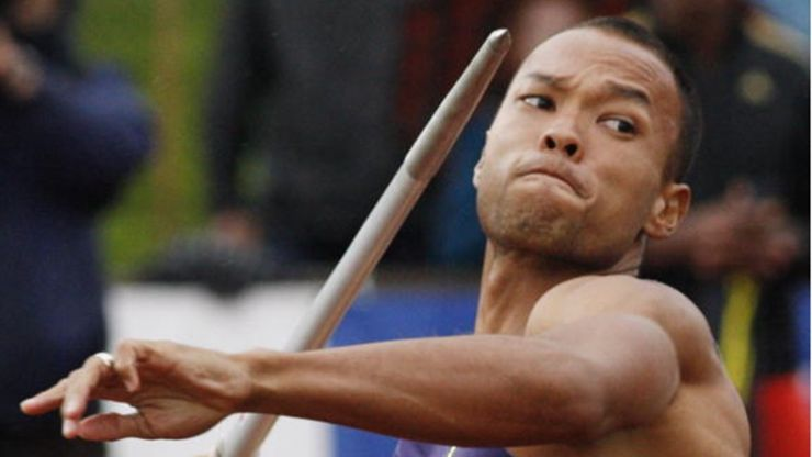 Video: Olympic gold medallist expertly removes daughter's tooth with a javelin