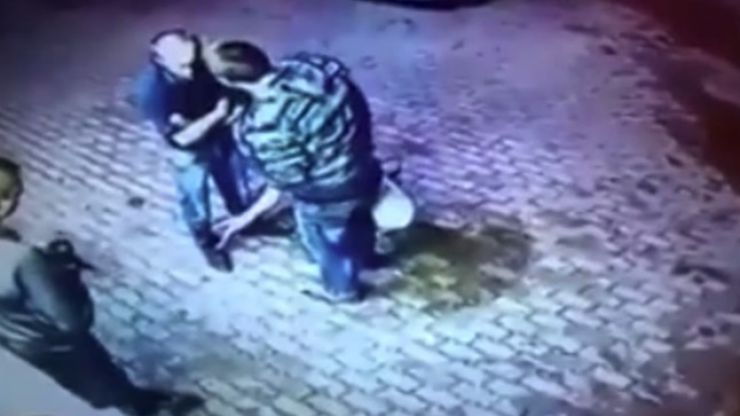 Video: Two thugs try to rob an old man, it turns out he's an ex-boxer and kicks ass