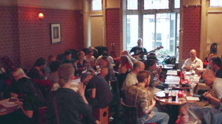 Video: An entire pub in Dublin performed a brilliant version of a '70s classic