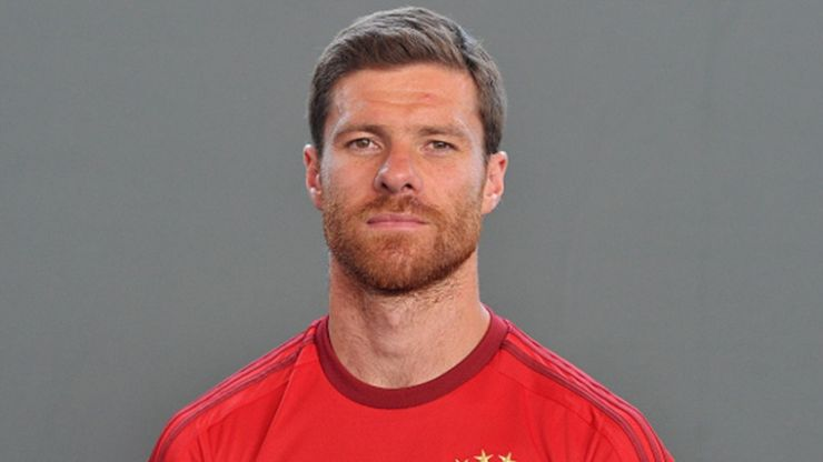Vine: WTF!? Xabi Alonso's head disappears in this very strange real-life FIFA glitch