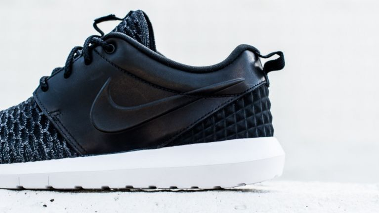 726beb6ee0583 Pic  These new Nike Roshe Flyknit trainers are absolutely gorgeous ...