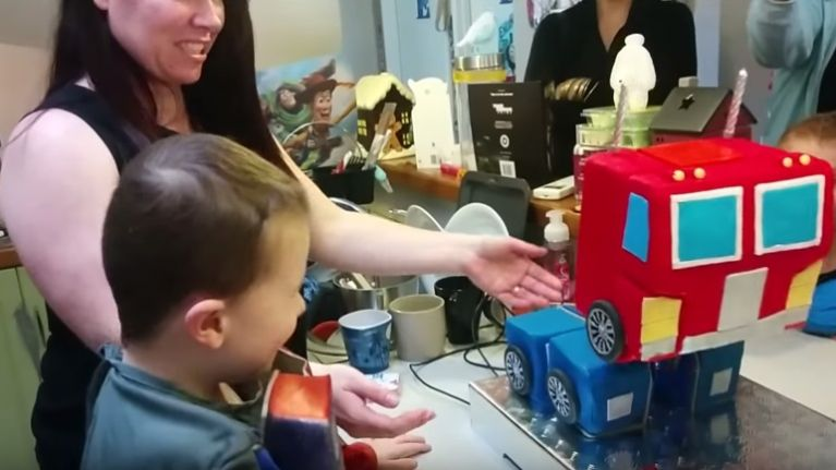 Video This Transformers Cake Which Actually Transforms May Be The